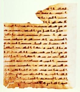 Een oud manuscript van de Qor-aan in een vroeg Kufi schrift op perkament. Het bevat aayah 94, 95 en 96, en een deel van aayah 97 van soerat al-Maaidah.