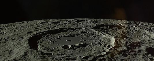 Het maanoppervlak.