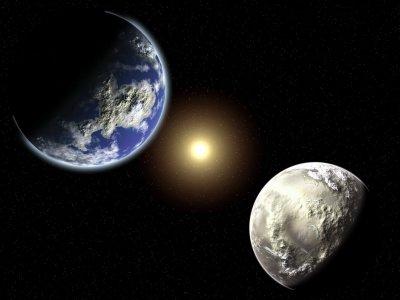De aarde, de maan en de zon.