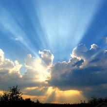 Zon achter wolken